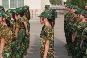 中国の大学生、軍事訓練