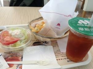厦門東渡フェリー乗り場のモスバーガーを食べました