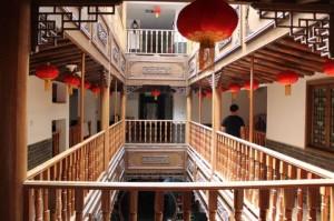 西安湘子門国際青年旅舍の内部の様子です。中華風の造りが美しいです。