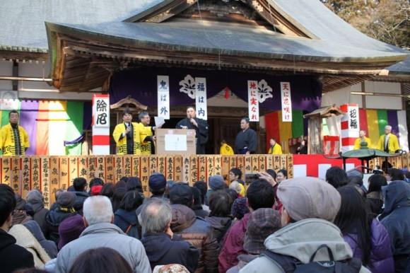中尊寺大節分会の景品の一つである液晶テレビ。東芝REGZA