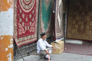 ウルムチ,バザール,絨毯,老人