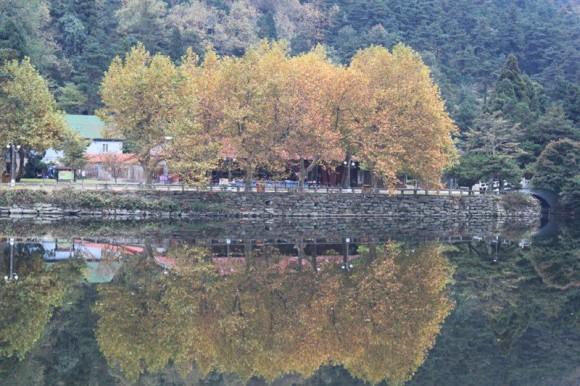廬山の紅葉と湖