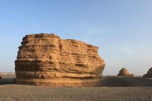 雅丹の巨大な岩