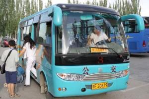 鳴沙山、月牙泉行きのバス