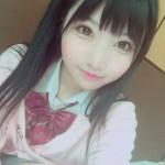小柔SeeU、女子高生のコスプレ、カメラ目線
