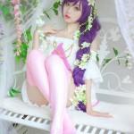 小柔SeeUのコスプレ、紫色のヘアーと美脚