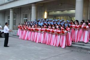 中国の大学生と人民服