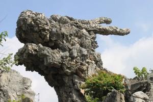 恵州西湖の岩の龍