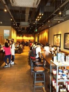 スタバ浦東新区の恵南店、店入口から撮影