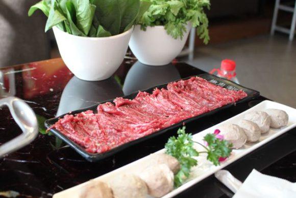 肉団子と牛肉の赤身