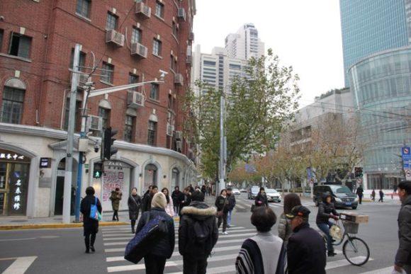 南京西路の横断歩道
