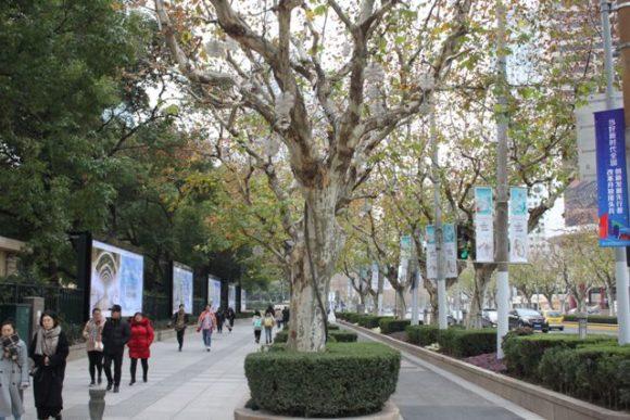 南京西路の歩道